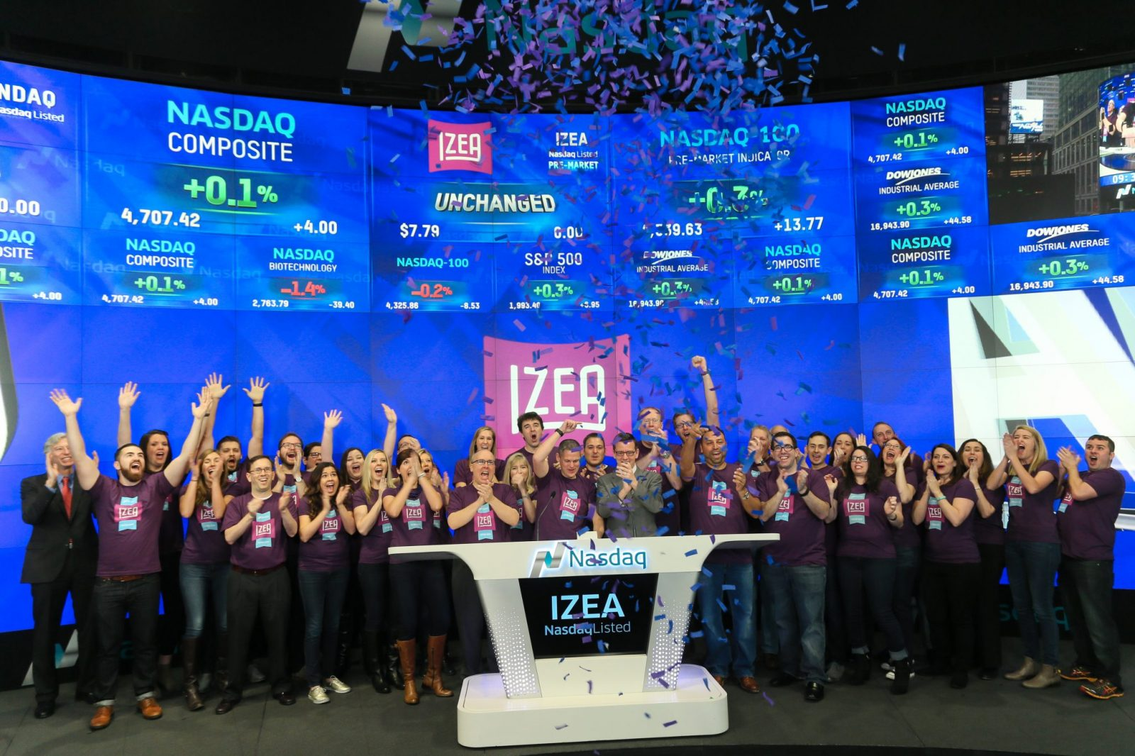 Ted Murphy rings the bell as he takes IZEA PUBLIC